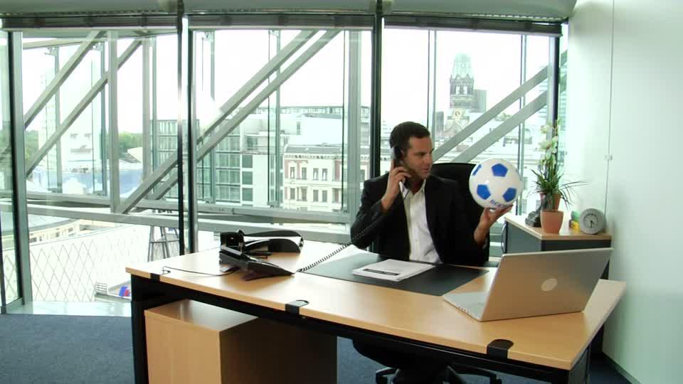 Psicología y empresa:¿Cómo aplicar las estrategias del fútbol en el entorno laboral?