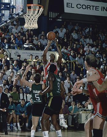 Nostálgicos: Mark Davis, el hombre de los 44 puntos. Por Roberto González Rico.