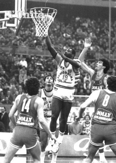 Clarence Kea fue campeón de Europa en 1984 con la Virtus de Roma contra el Barcelona formando pareja de extranjeros con Larry Wright