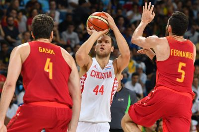 Croatia's shooting guard Bojan Bogdanovic (C) aims for the basket by Spain's centre Pau Gasol (L) and Spain's small forward Rudy Fernandez during a Men's round Group B basketball match between Croatia and Spain at the Carioca Arena 1 in Rio de Janeiro on August 7, 2016 during the Rio 2016 Olympic Games. / AFP / Andrej ISAKOVIC (Photo credit should read ANDREJ ISAKOVIC/AFP/Getty Images)