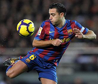 Nunca un balón fue tan feliz como en los pies de Xavi Hernández