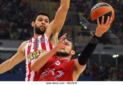 epa05602724-kostas-papanikolaou-l-of-olympiacos-piraeus-and-alessandro-h6g3kw