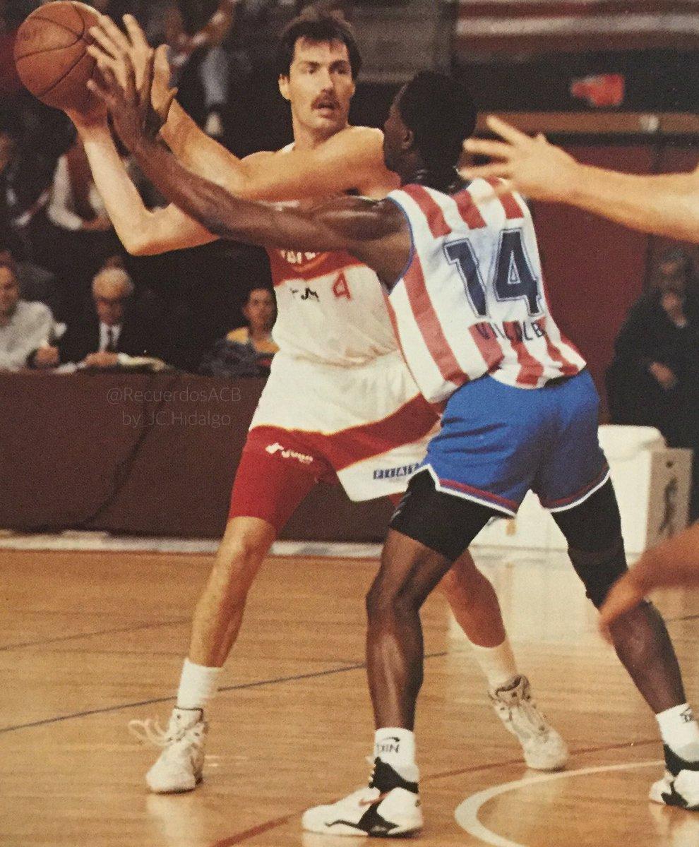 Nostálgicos.Ralph Mcpherson, un bigote ochentero muy regular y efectivo .Por Roberto González Rico.