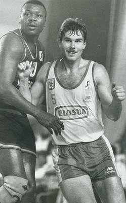 Nostálgicos. Mike Schlegel, lo más parecido a Larry Bird que pasó por nuestra ACB . Por Roberto González Rico.