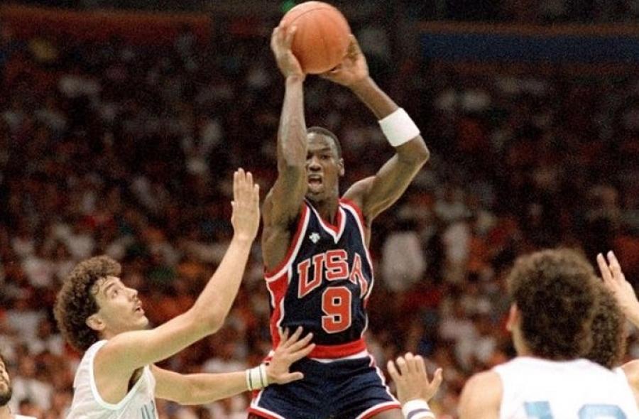 Baloncesto olímpico: Cuando Michael Jordan lo cambió todo y vaya de que manera.Por Roberto González Rico.