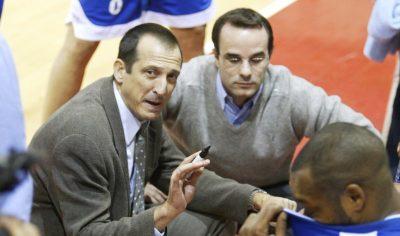 L'entrenador Salva Maldonado durant el Partit bàsquet LEB 1 entre el Valls Fèlix Hotel i el CBT Tarragona.