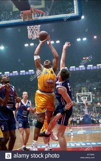 Randy White (C) of Maccabi Elite Telaviv jumps to score as Efes Pilsen's Mirsad Turkcan (R) looks on March 6 in the European Basketball league match in Istanbul. At left are Efes Pilsen's United States player Derrick Alston (number 9) and Vasil Karasev (number 10). Turkey's Efes Pilsen beat Israel's Maccabi Elite 76-67. SPORT BASKETBALL