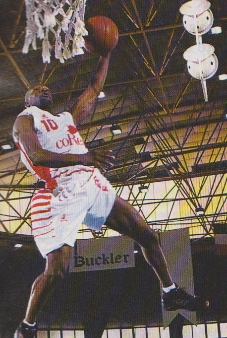 Nostálgicos. Darrell Armstrong, surcando los cielos ourensanos. Por Roberto González Rico.