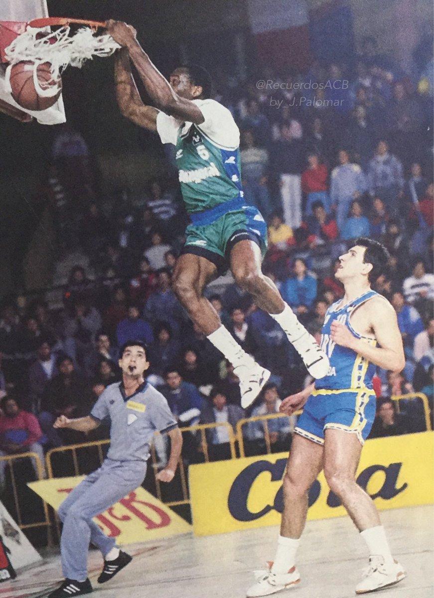 Mike Smith. El primer triple doble en la historia de la ACB.  Por Roberto González Rico.