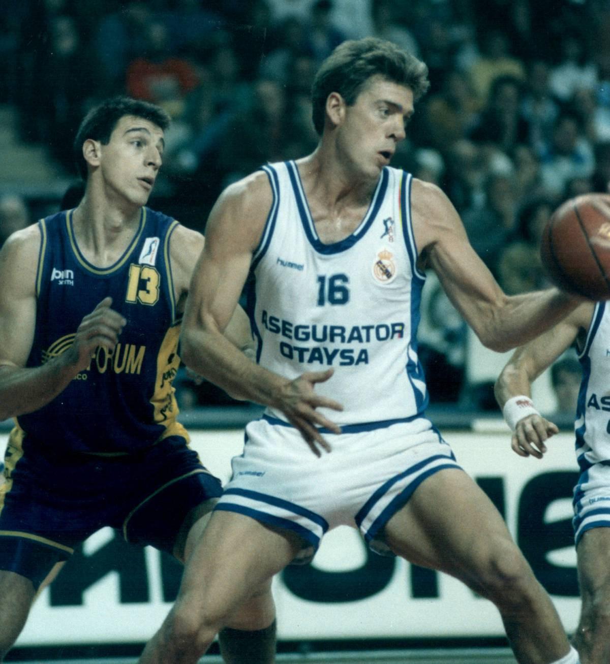 Nostálgicos. Mark McNamara. Campeón con los Sixers  y suplente de Jabbar en los Lakers del Showtime  .Por Roberto González Rico.